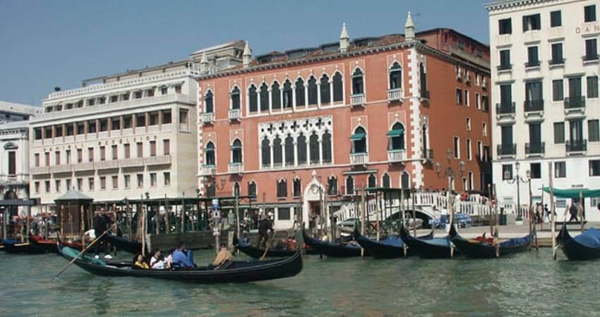 Pacchetti per il Minuetto al Ridotto, il grande evento del carnevale di Venezia