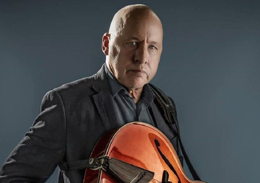Mark Knopfler, the quiet man of rock and roll andrà in scena alla Terme di Caracalla il 20 Luglio